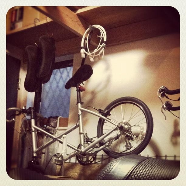 自転車を吊しました。
